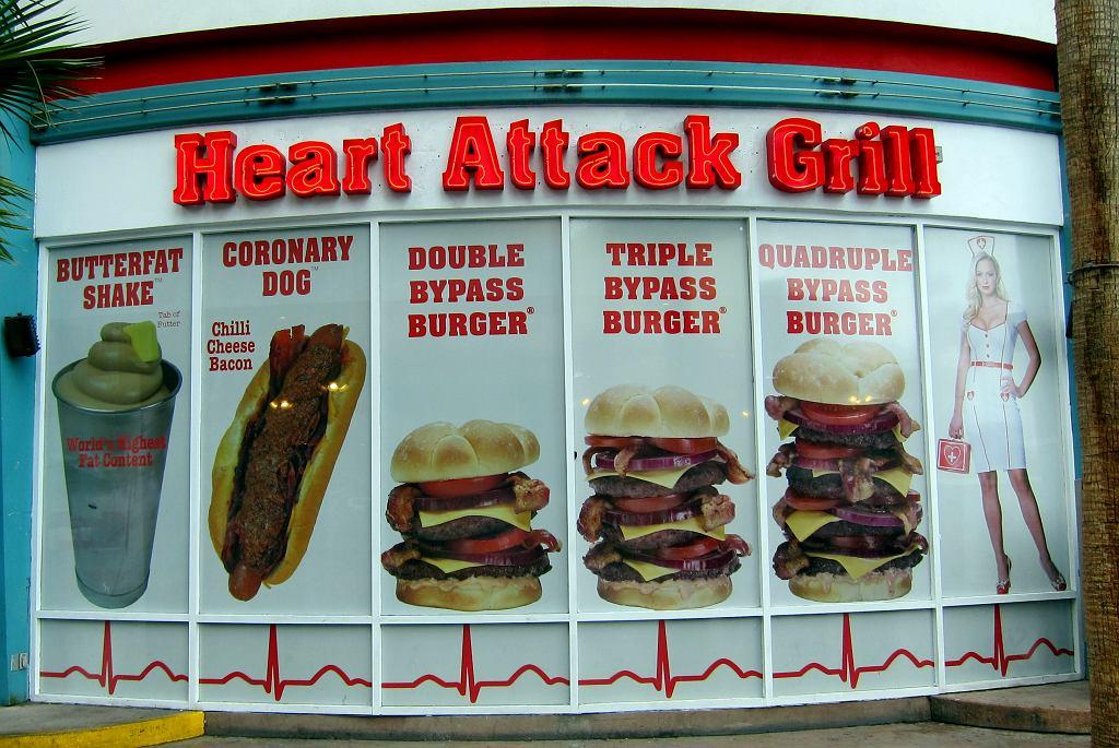 W menu Heart Attack Grill znajdziemy hamburgera o nazwie bypass.