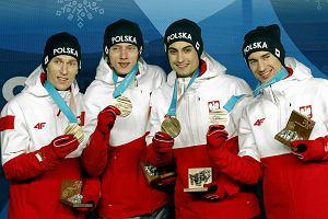 Skoczkowie odebrali medale. Ćwierćfinały w short tracku. Słabo w biathlonie i kombinacji norweskiej [PODSUMOWANIE DNIA]