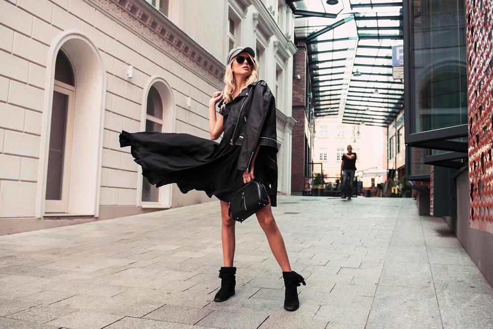 Sukienki na jesień. Jakie wzory i fasony będą modne w nadchodzącym sezonie [Trendy 2019]