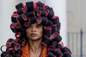 Sukienka z wałków do włosów, abażur na głowie albo wafelkowe spodnie? Pokaz mody w Irvington [ZDJĘCIA]