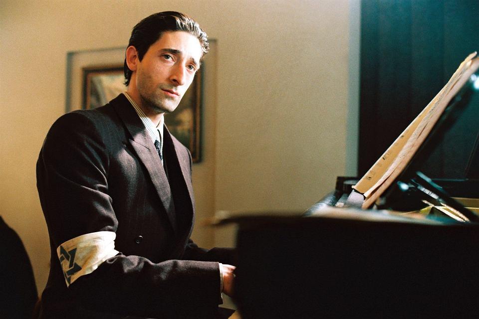 Adrien Brody jako Władysław Szpilman w filmie Romana Polańskiego 'Pianista', 2002