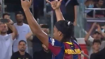 Ronaldinho czarował w meczu El Clasico legend