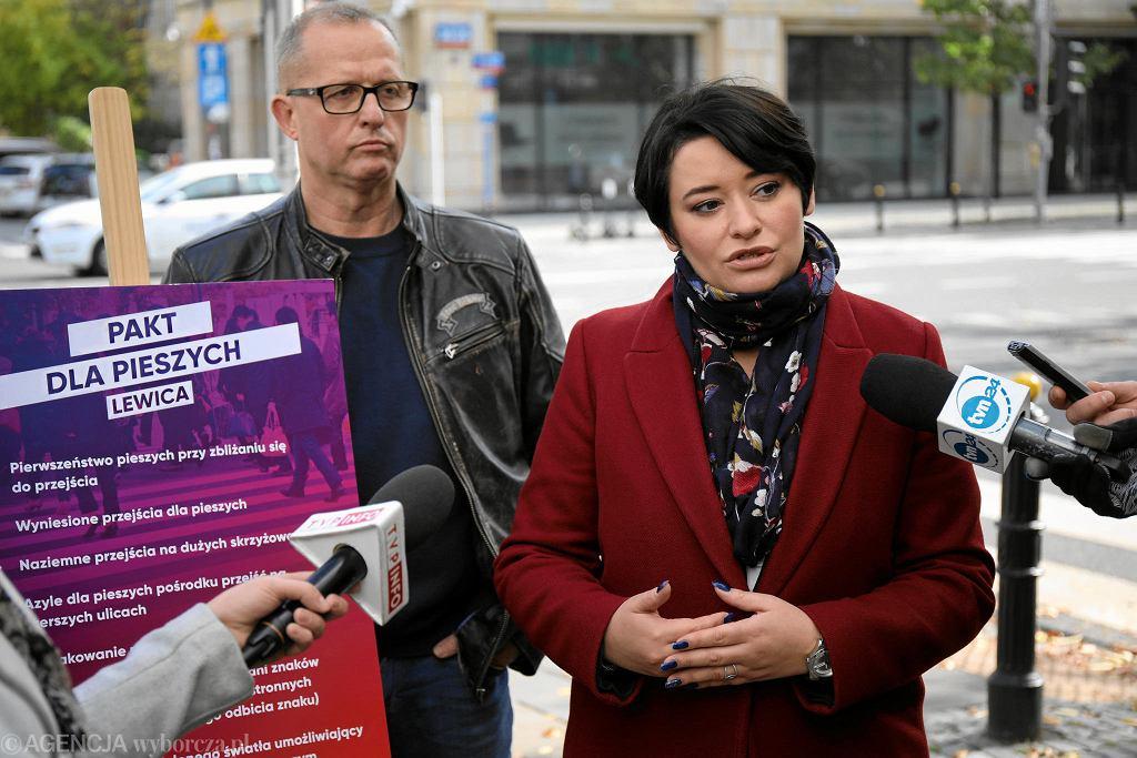 Lewica przedstawia Pakt dla Pieszych i upomina się o pierwszeństwo pieszych jeszcze przed zebrą. Na zdjęciu Anna Maria Żukowska, z lewej Dariusz Rozenek