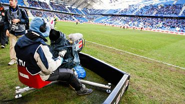 Kamera na meczu piłkarskim polskiej ekstraklasy