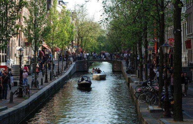 Podczas festiwalu nad kanałami Amsterdamu rozbrzmiewa muzyka klasyczna/ Fot. CC BY-SA 2.0./ Stacy/ Flickr.com