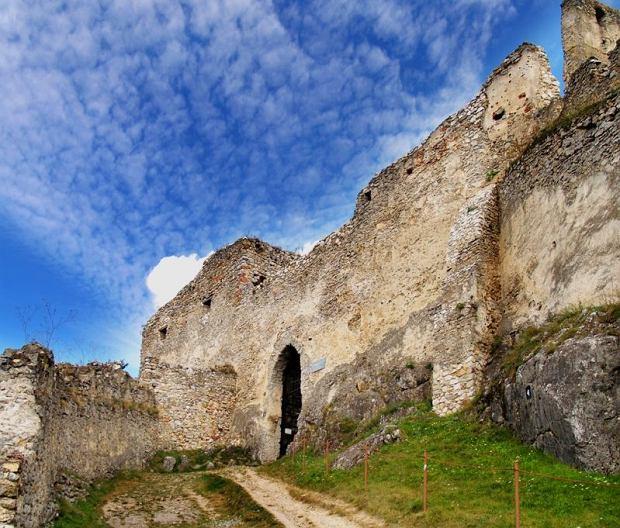 Słowackie zamki - zamek w Beckovie / fot. shutterstock