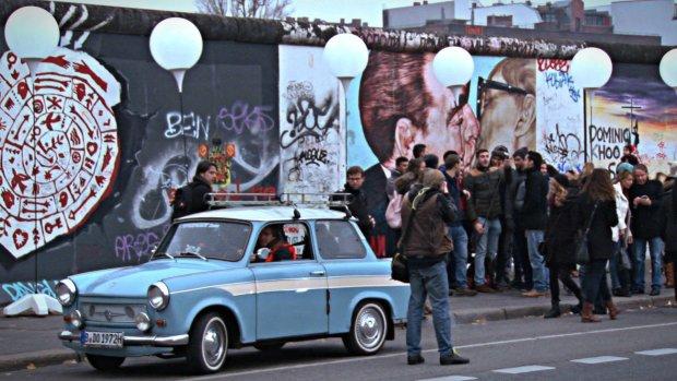 """""""25 lat temu śmiech mieszał się ze łzami"""". A dziś? Tak Berlin świętował 25-lecie upadku Muru [NASZA WIDEORELACJA]"""