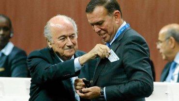 Sepp Blatter i Juan Angel Napout z Paragwaju