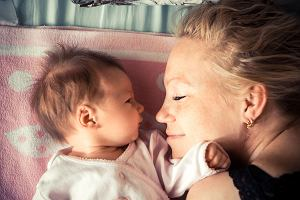 """Niesamowite, co potrafi ciało matki. 5 biologicznych """"cudów"""" macierzyństwa, w które wprost trudno uwierzyć"""