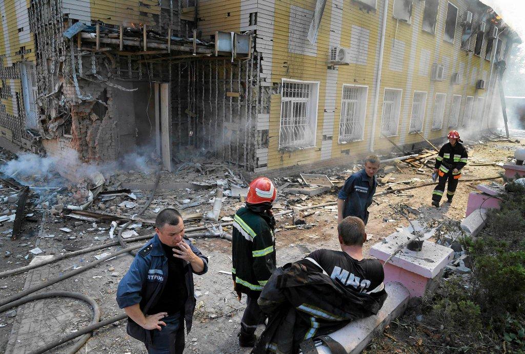 Strażacy ugasili pożar domu po ostrzale, Donieck