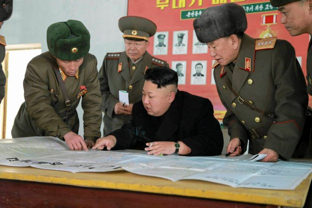 North Korean leader Kim Jong Un (C) sits down during an inspection of KPA Unit 1313 honored with the title of O Jung Hup-led 7th Regiment in this undated photo released by North Korea's Korean Central News Agency (KCNA) in Pyongyang December 5, 2014. REUTERS/KCNA (NORTH KOREA - Tags: POLITICS MILITARY)   ATTENTION EDITORS - THIS PICTURE WAS PROVIDED BY A THIRD PARTY. REUTERS IS UNABLE TO INDEPENDENTLY VERIFY THE AUTHENTICITY, CONTENT, LOCATION OR DATE OF THIS IMAGE. FOR EDITORIAL USE ONLY. NOT FOR SALE FOR MARKETING OR ADVERTISING CAMPAIGNS. THIS PICTURE IS DISTRIBUTED EXACTLY AS RECEIVED BY REUTERS, AS A SERVICE TO CLIENTS. NO THIRD PARTY SALES. NOT FOR USE BY REUTERS THIRD PARTY DISTRIBUTORS. SOUTH KOREA OUT. NO COMMERCIAL OR EDITORIAL SALES IN SOUTH KOREA SLOWA KLUCZOWE: :rel:d:bm:GM1EAC51M4M01