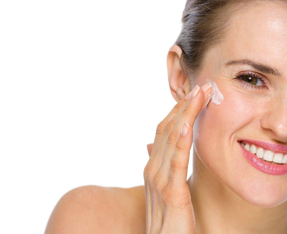 Nawilżający krem do twarzy jest podstawą w codziennej pielęgnacji skóry