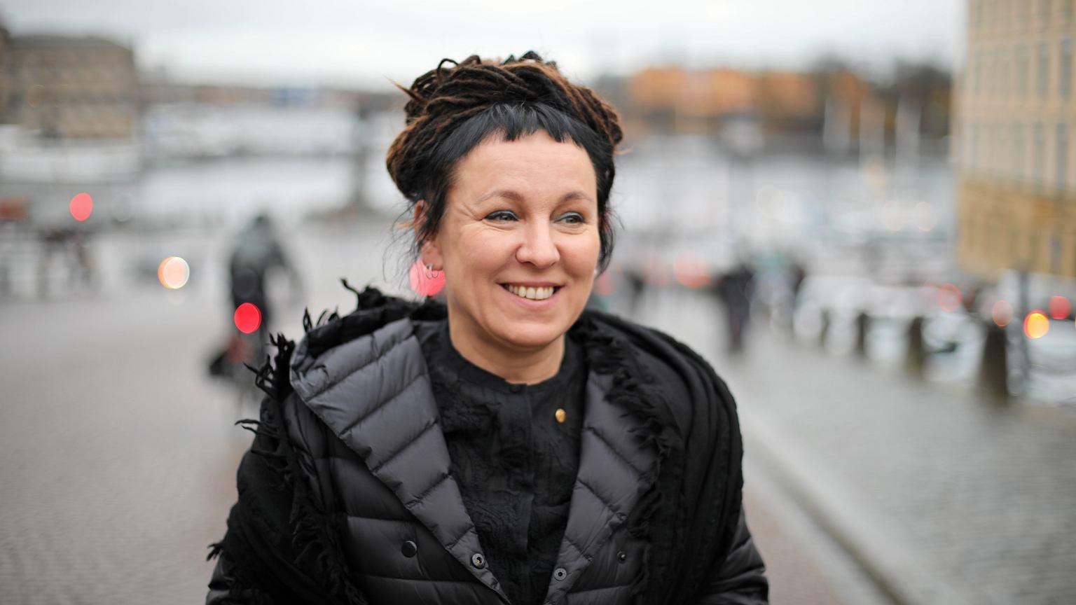 Wręczenie Nobla. Olga Tokarczuk odbiera medal, trzymamy kciuki za prawidłowe ukłony