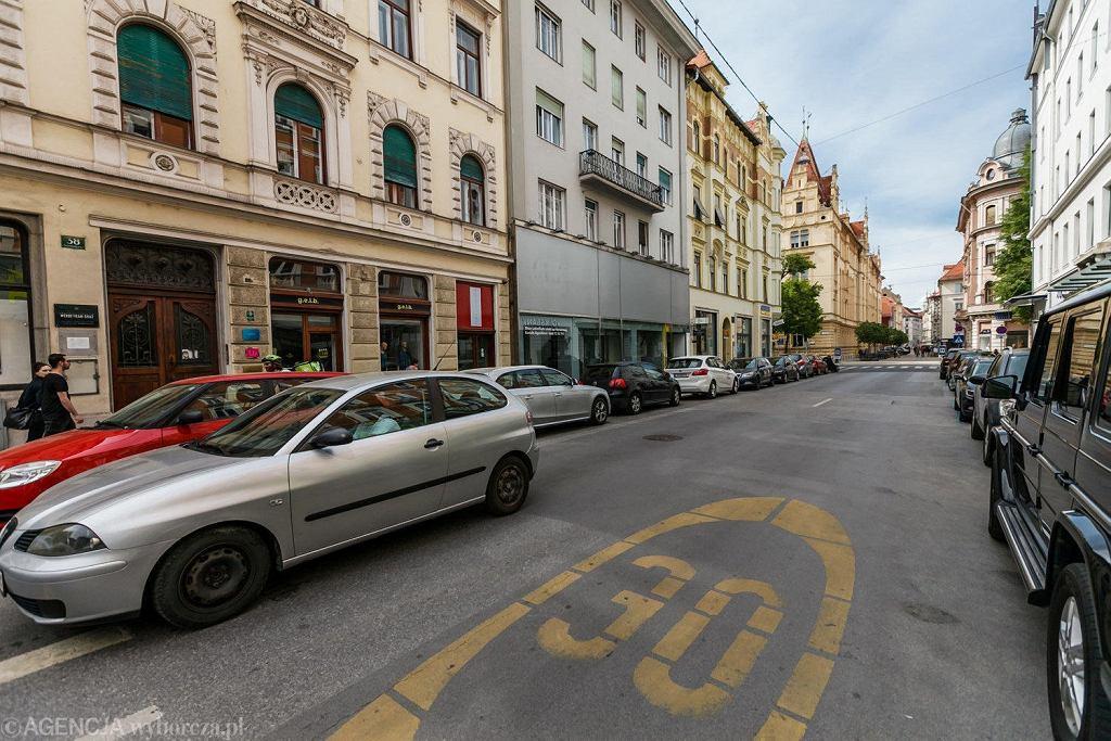 Graz ma rozbudowaną sieć dróg rowerowych i transportu publicznego, za to niewiele preferencji dla samochodów