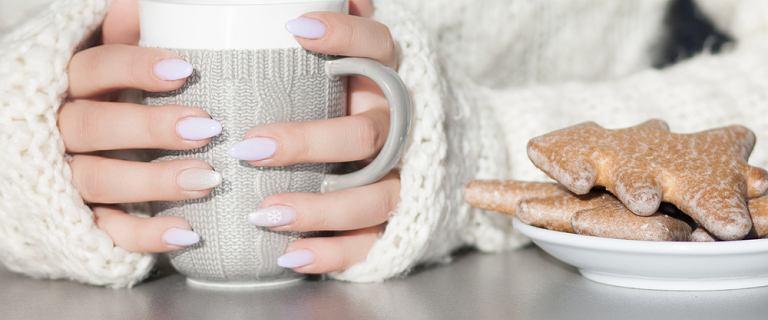 Ten manicure to prawdziwy hit na święta! Velvet nails wyglądają pięknie i podkręcą każdą świąteczną stylizację