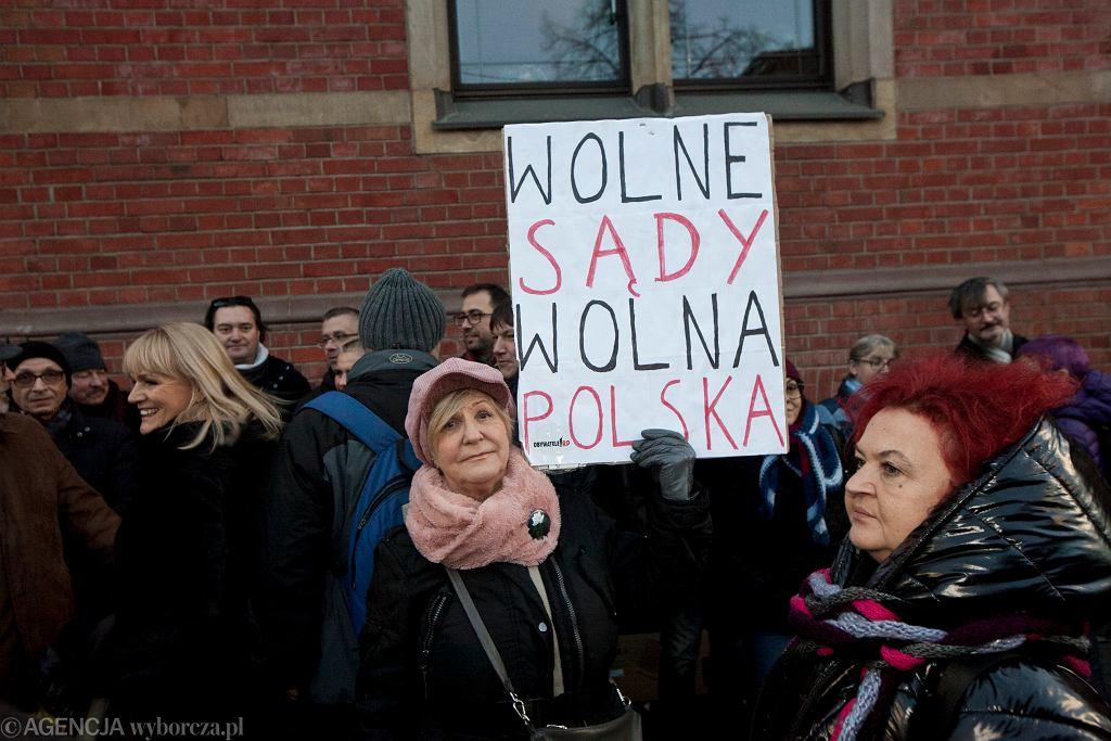 Protesty w obronie niezależności sądownictwa (zdjęcie ilustracyjne)