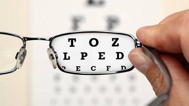 Pacjenci, którym wszczepiono soczewki toryczne nie muszą już korzystać z okularów korekcyjnych