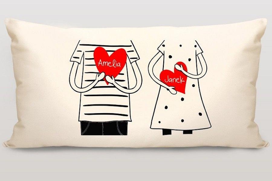 Dekoracyjna poduszka 'Rysunkowe Love' z możliwością personalizacji
