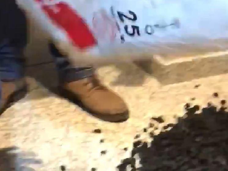 Górnicy wysypali węgiel w biurze poselskim Mateusza Morawieckiego