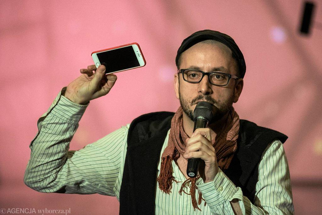 Reżyser Pawel Passini podczas próby prasowej spektaklu