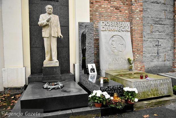 Zdjęcie numer 0 w galerii - Wszystkich Świętych. Tu spoczywa Władysław Reymont i Wojciech Młynarski. Groby w Alei Zasłużonych na Starych Powązkach [ZDJĘCIA]