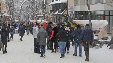 Tłumy na Krupówkach. Zakopane oblężone przez turystów, 12 lutego 2021