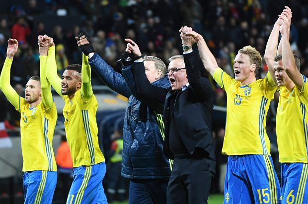 Sweden's team players with coach Janne Andersson in center celebrates winning the  World Cup 2018 Group A qualifying soccer match between Sweden and Belarus at Friends Arena in Solna, Sweden, Saturday March 25, 2017. (Fredrik Sandberg / TT via AP)