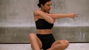 Kourtney Kardashian poleca trening mięśni brzucha