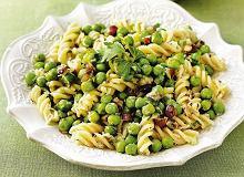 Sałatka z zielonym groszkiem i orzechami - ugotuj