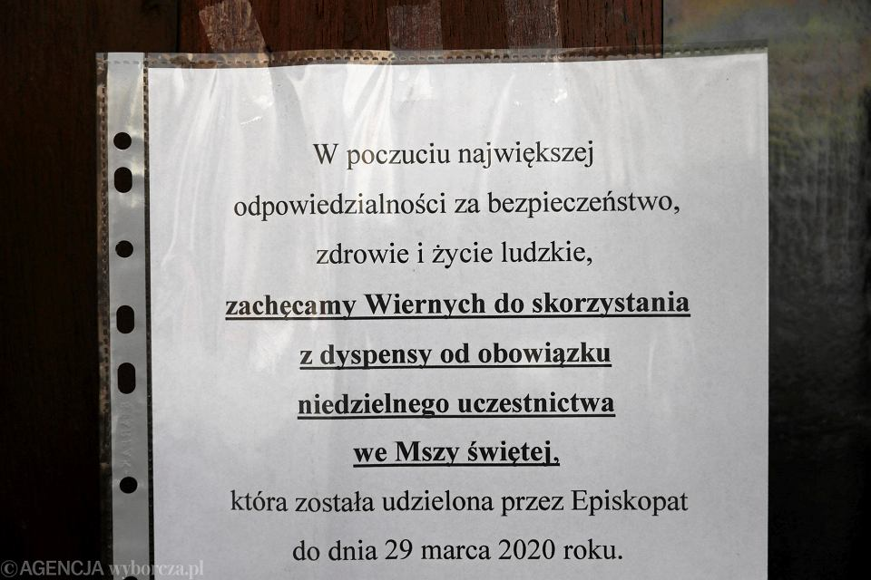 Kraków. Kościół Niepokalanego Poczęcia NMP. Msza święta podczas pandemii koronawirusa.