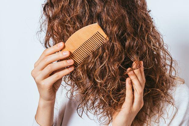 naturalne kosmetyki do włosów kręconych