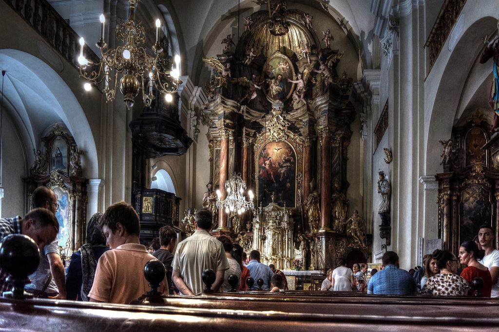 Wielkopolskie. Chory na COVID-19 był w kościele. Sanepid apeluje do uczestników mszy