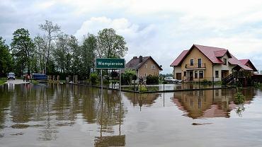 Wampierzów. Zalana wieś