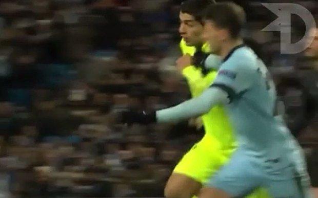 Luis Suarez nie ugryzł Martina Demichelisa