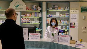 Leki, które stosuje się w leczeniu COVID-19, to przede wszystkim preparaty sprawdzone w walce z innymi chorobami wirusowymi, powszechnie dostępne,