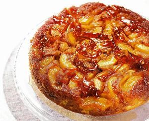 Ciasto z owocami w karmelu
