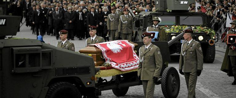 11. Rocznica pogrzebu Kaczyńskich. Msza święta, a potem występ muzyczny