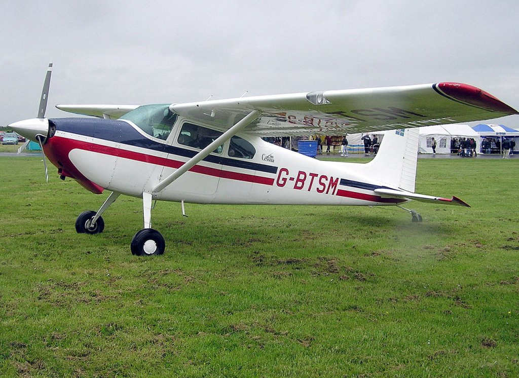 Samolot Cessna 180A (G-BTSM) sfotografowany na lotnisku w Wielkiej Brytanii