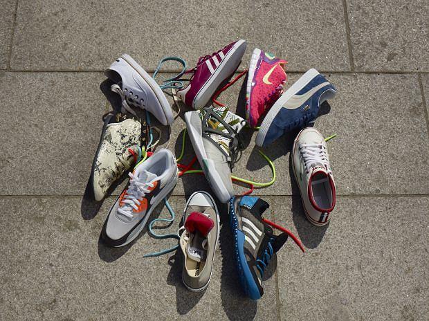 Modne buty sportowe: nowości w stylu retro