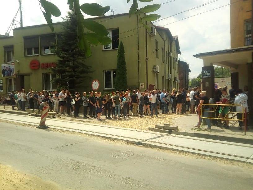 Sosnowiec. 200-metrowa kolejka przez przychodnią