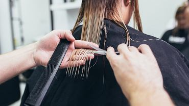 2Close-up,Of,A,Woman,In,Hair,Salon,Getting,Her,Hair