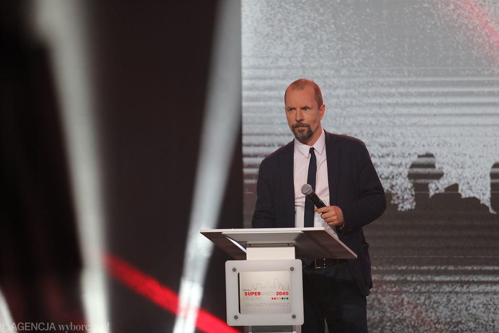 Michał Olszewski na gali Supermiasta