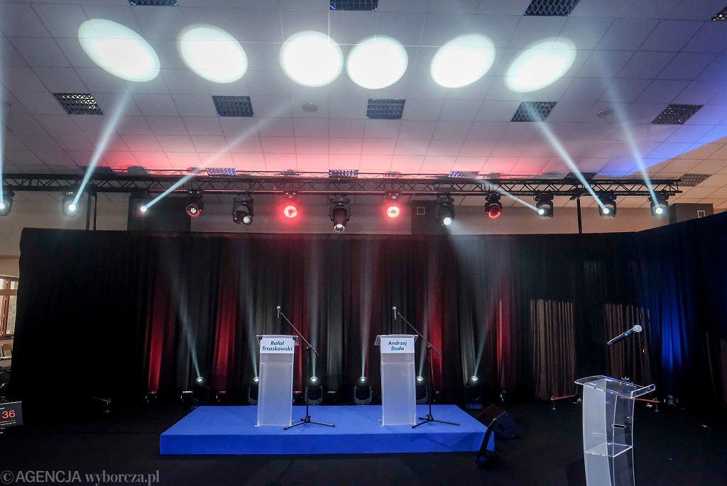 Wybory prezydenckie 2020. Przygotowania do debaty 'Arena Prezydencka' w Lesznie. Jedno miejsce dla Andrzeja Dudy, pozostanie puste.