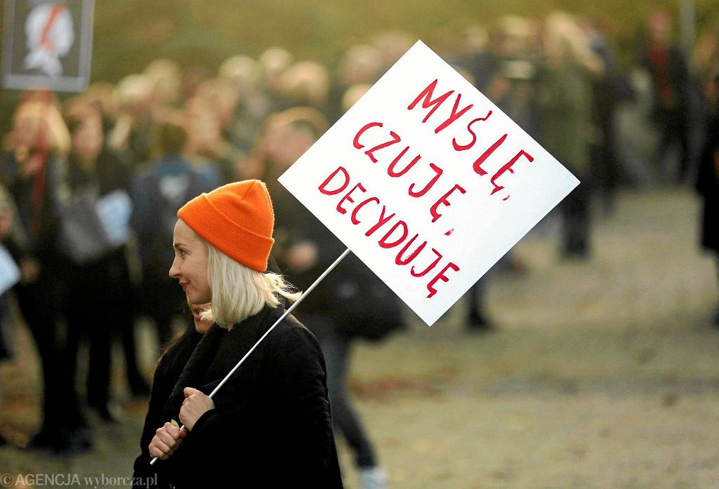 Strajk kobiet - protest przeciwko zaostrzeniu prawa aborcyjnego w Polsce. Katowice, 24 października 2016