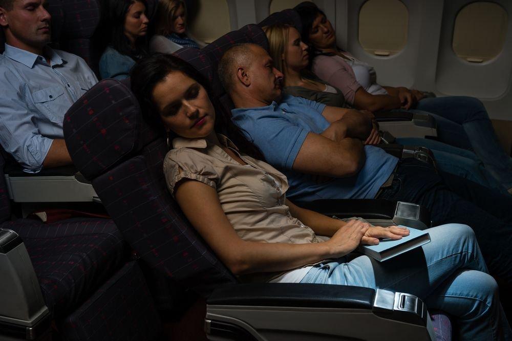 Siedzenia w samolocie. Rozkładać, czy nie rozkładać?