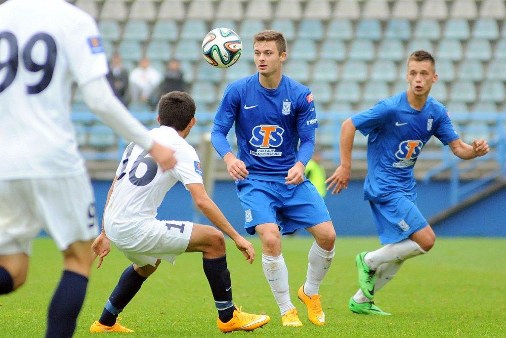 Lech Poznań - Pogoń Szczecin 0:0 w sparingu rozegranym we Wronkach. Karol Linetty, za nim Kamil Szubertowski