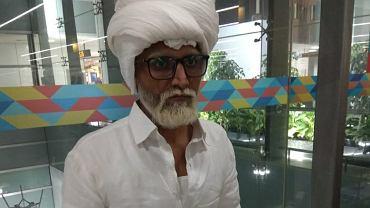 Indie. Młody mężczyzna udawał 80-latka