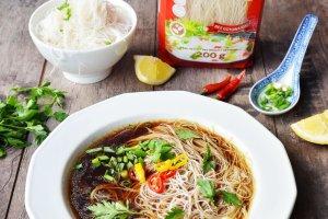 Rosół z makaronem sojowym, czyli polska zupa w orientalnym wydaniu