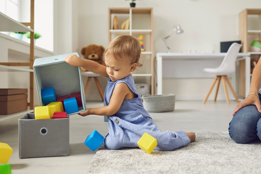 Podczas zabawy dziecko zdobywa wiele umiejętności. Jakie zabawki wspierają rozwój?