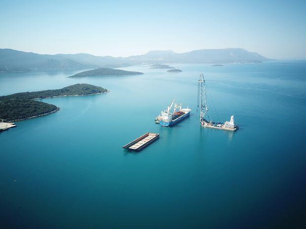 Inwestycja w Komarnej, nadmorskiej wiosce w Chorwacji. Za trzy lata nadmorski raj przetnie autostrada, dwuipółkilometrowy most połączy stały ląd i enklawę Dubrownika